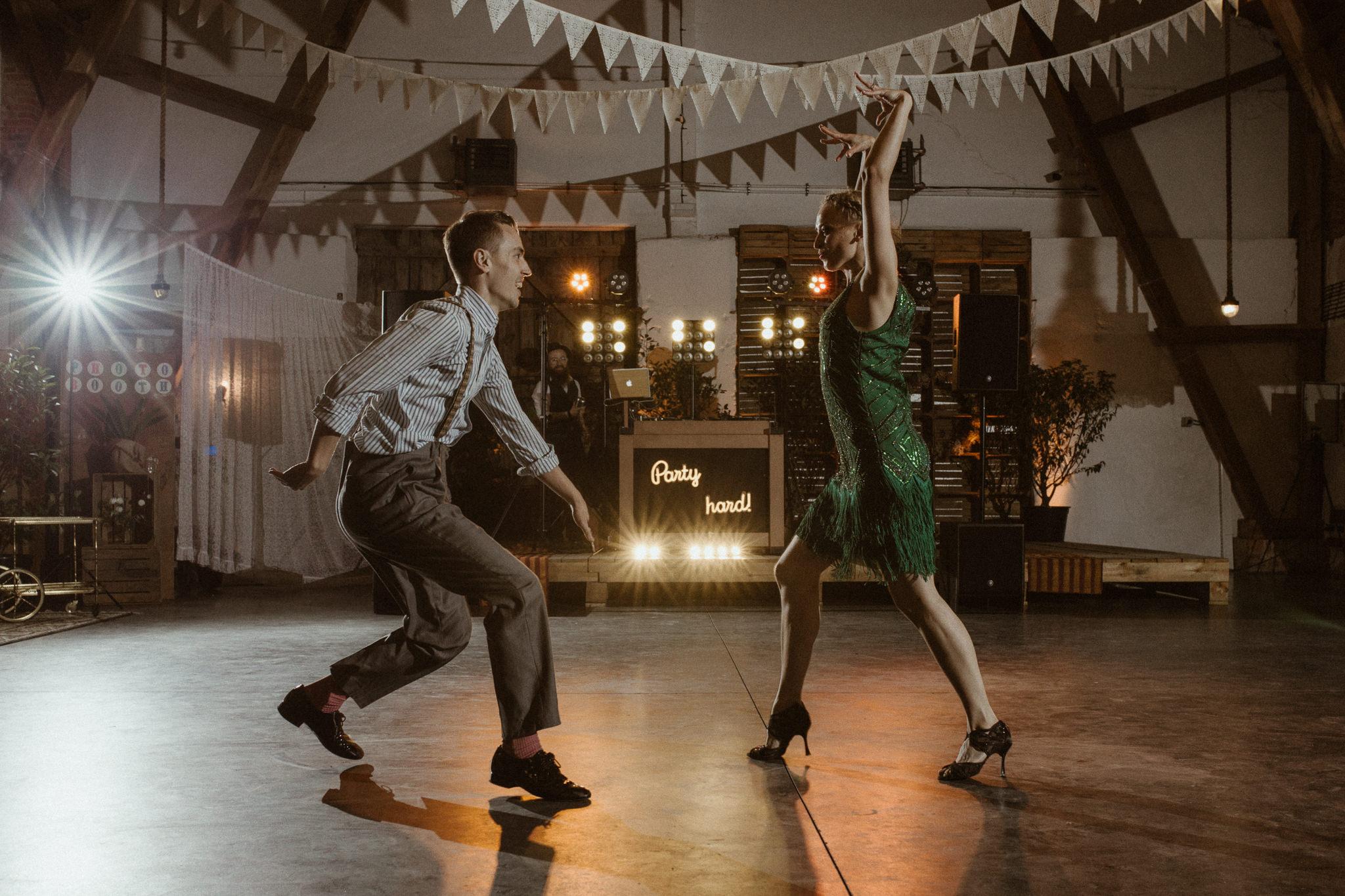 pierwszy taniec w wykonaniu pary tancerzy